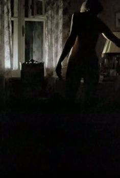 Ирина Розанова немного засветила грудь в фильме «Единожды солгав», 1987