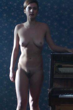 Полностью голая Ирина Вилкова в фильме «Её звали Муму», 2015