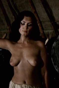 Александра Колкунова показала голые сиськи в сериале «Ермак», 1996