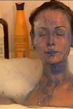 Ольга Погодина топлесс в ванной в фильме «Женская интуиция», 2003
