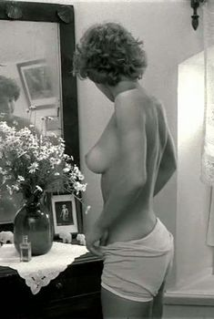 Шикарная голая грудь Натальи Негоды в фильме «Завтра была война», 1987