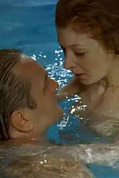 Красивая Амалия Мордвинова засветила грудь в фильме «Затворник», 1999