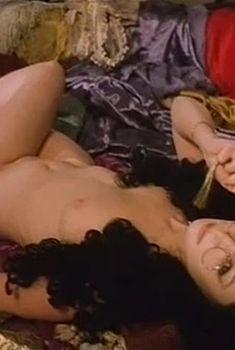 Голая грудь Ольги Погодиной в фильме «Золотой век», 2003