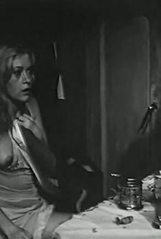 Валентина Талызина показала голую грудь в фильме «Иванов катер», 1972