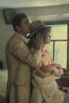 Татьяна Кузнецова оголила грудь в фильме «Изыди!..», 1991