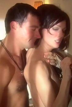 Екатерина Маликова засветила голую грудь в сериале «Индус», 2010