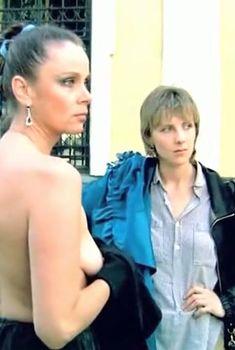 Любовь Полищук засветила сиську в фильме «Интердевочка», 1989