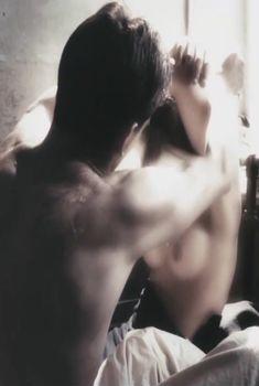 Голые сиськи Виктории Романенко в фильме «Искупление», 2011