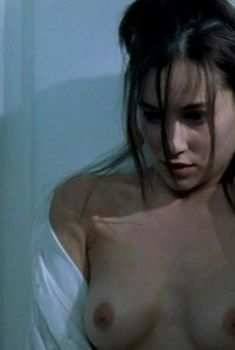 Голая грудь Ольги Филипповой в фильме «Кармен», 2003