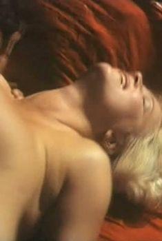 Страстная Наталья Егорова засветила голую грудь в фильме «Кому на Руси жить...», 1989