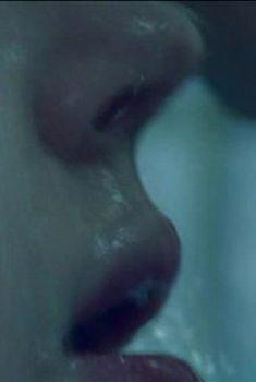 Сексуальная Светлана Ходченкова оголила грудь в сериале «Краткий курс счастливой жизни», 2011