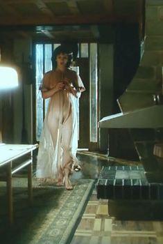 Ирина Шмелева оголила грудь и попу в фильме «Ловушка для одинокого мужчины», 1990