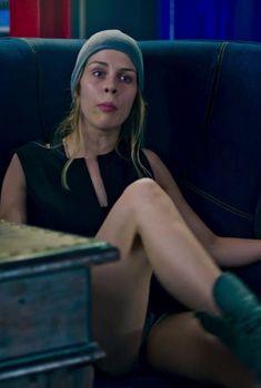 Маруся Зыкова засветила трусики в сериале «Лондонград. Знай наших», 2015