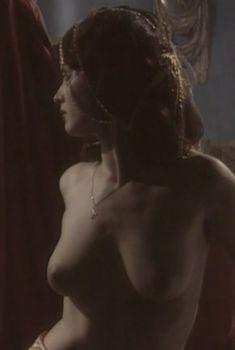 Любовь Тихомирова оголила грудь в сериале «Любовные авантюры», 2004