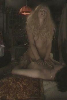Загадочная Ольга Родионова показала голую грудь в сериале «Любовные авантюры», 2004