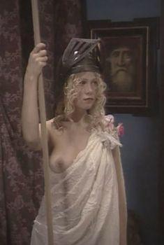 Красотка Яна Шивкова оголила грудь в сериале «Любовные авантюры», 2004