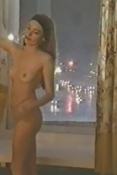 Сексуальная Жанна Эппле оголила грудь и попу в сериале «Марш Турецкого», 2000