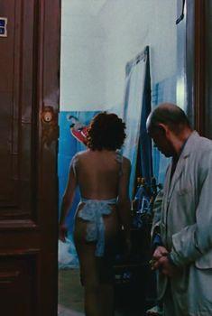 Александра Захарова полностью оголилась в российском сериале «Мастер и Маргарита», 1994