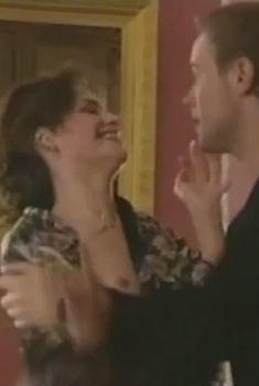 Юлия Юдинцева засветила грудь в сериале «Место под солнцем», 2004