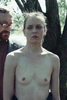 Маленькая голая грудь Александры Виноградовой в сериале «Метод», 2015