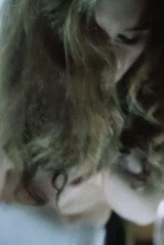 Оксана Арбузова засветила грудь в фильме «Мигранты», 1991