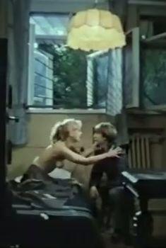 Абсолютно голая Александра Колкунова в сериале «Мир в другом измерении», 1990