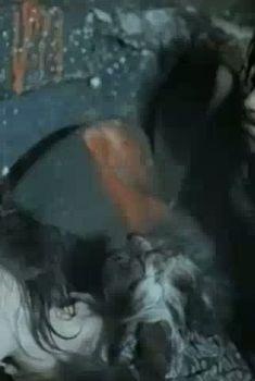 Голая грудь Оксаны Калиберды в фильме «Мистификатор», 1990