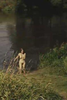 Абсолютно голая Мария Глазкова в фильме «На заре туманной юности», 1997
