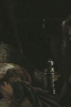Голая грудь Ольги Жулиной в фильме «На помощь, братцы!», 1988