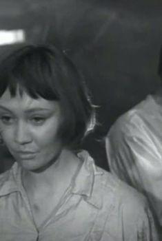Лариса Лужина топлесс в фильме «На семи ветрах», 1962