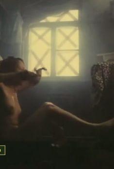 Голые сиськи Евдокии Германовой в фильме «Нам не дано предугадать...», 1986