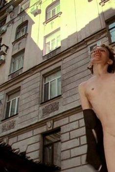 Полностью голая Катерина Ксеньева в фильме «Не думай про белых обезьян», 2008