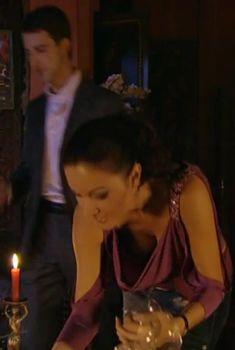 Красотка Юлия Такшина случайно засветила грудь в сериале «Не родись красивой», 2005