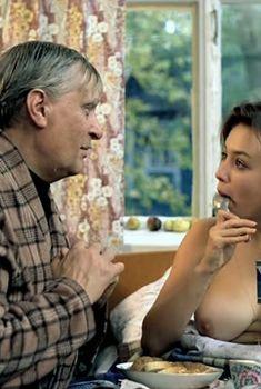 Пышная голая грудь Натальи Щукиной в фильме «Небеса обетованные», 1991