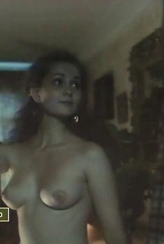 Сексуальная Ольга Кабо оголила грудь в фильме «Нечистая сила», 1989