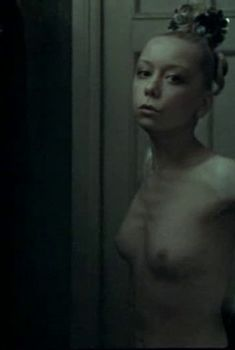 Голая грудь Евдокии Германовой в фильме «Ниагара», 1991