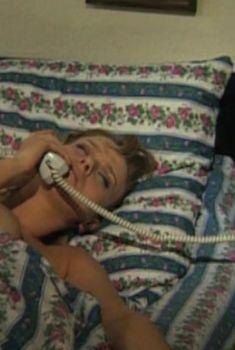 Светлана Чуйкина оголила грудь в фильме «Нина», 2001
