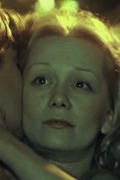 Полностью обнажённая Евдокия Германова в фильме «Новые приключения янки при дворе короля Артура», 1988