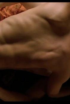 Елена Кутырева оголила грудь в фильме «Нулевой километр», 2007