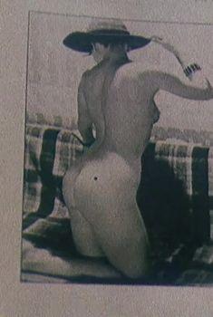 Анна Назарьева снялась голой в фильме «Обнаженная в шляпе», 1991