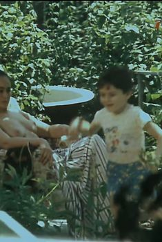 Лариса Гузеева показала голую грудь в фильме «Одинокий автобус под дождем», 1986