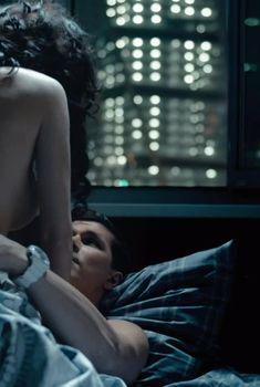 Шикарная Ольга Дибцева засветила грудь в сериале «Озабоченные, или Любовь зла», 2015