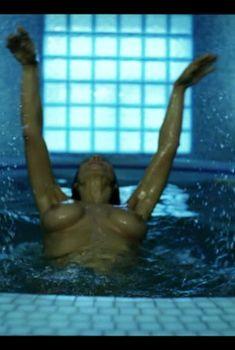Сочная голая грудь Екатерины Стриженовой в фильме «От 180 и выше», 2005