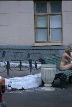 Красивая полностью голая Евгения Брик в сериале «Оттепель», 2013