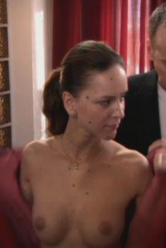 Ксения Князева показала голую грудь в фильме «Отчим», 2007
