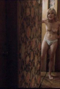 Красотка Александра Захарова оголила грудь в фильме «Падение», 1993