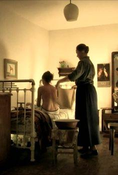 Голые сиськи Агнии Кузнецовой в фильме «Пара гнедых», 2009