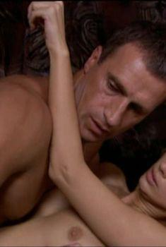 Анастасия Цветаева оголила грудь и попу в сериале «Парни из стали», 2004