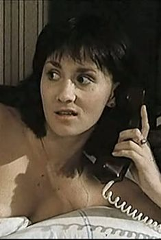 Ирина Шмелева оголила грудь и попу в фильме «Паспорт», 1990