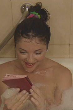 Анна Банщикова засветила сосок в сериале «По имени Барон», 2002